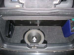 JL Audio Kofferraumausbau HiFi-Umbau