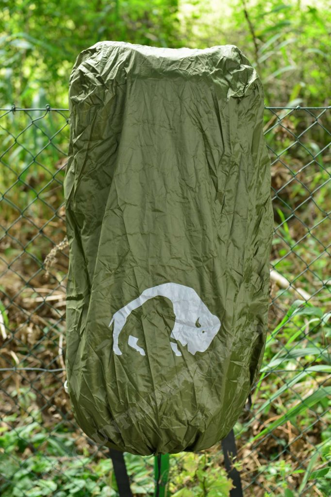 Tatonka Rain Flap XL am Tatonka Bison 75