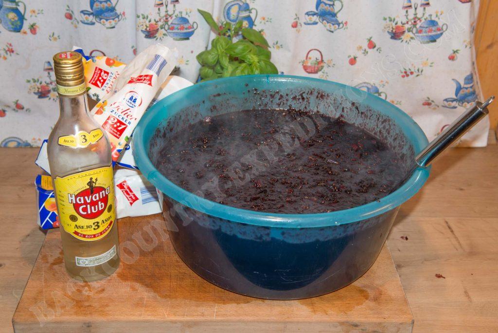 Heiße Marmelade abfüllbereit