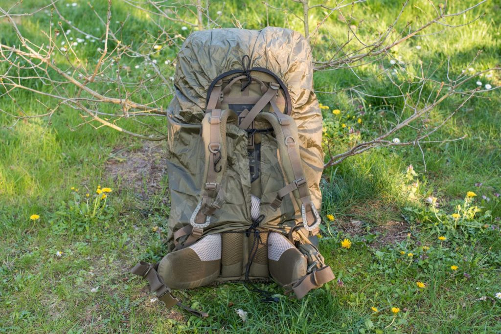 Tatonka Rain Flap XL am Tasmanian Tiger Field Pack MK II