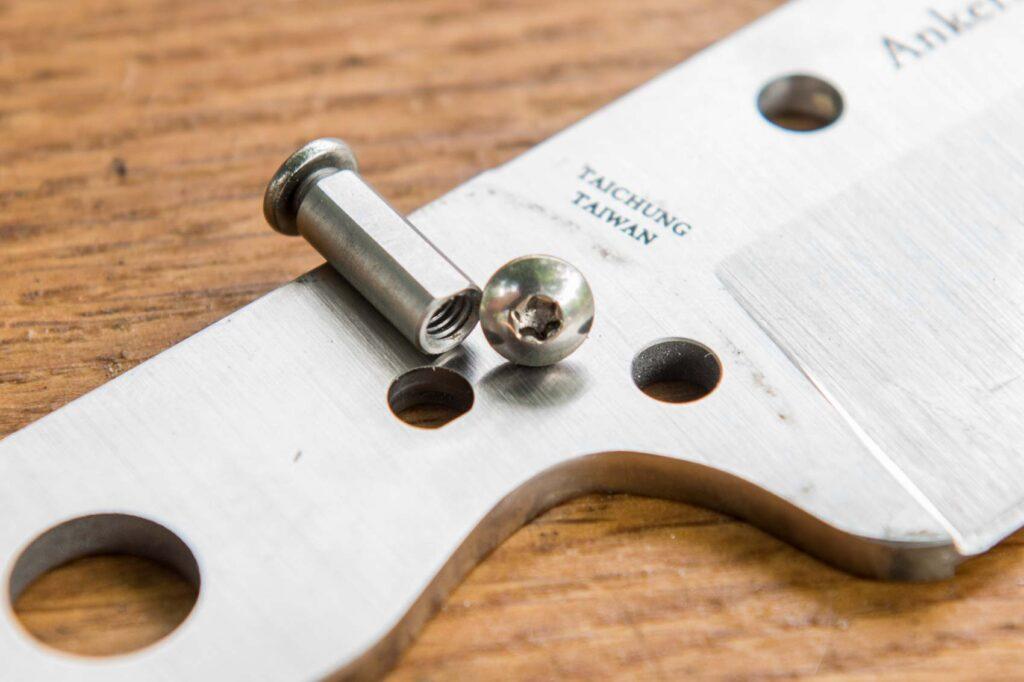 Spyderco Province screws