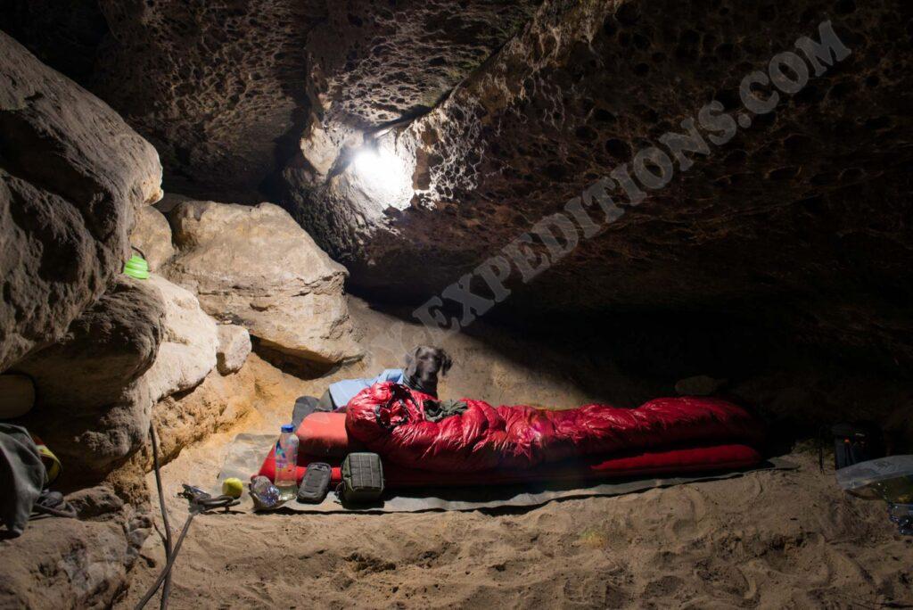 Übernachtung in einer Sandsteingrotte